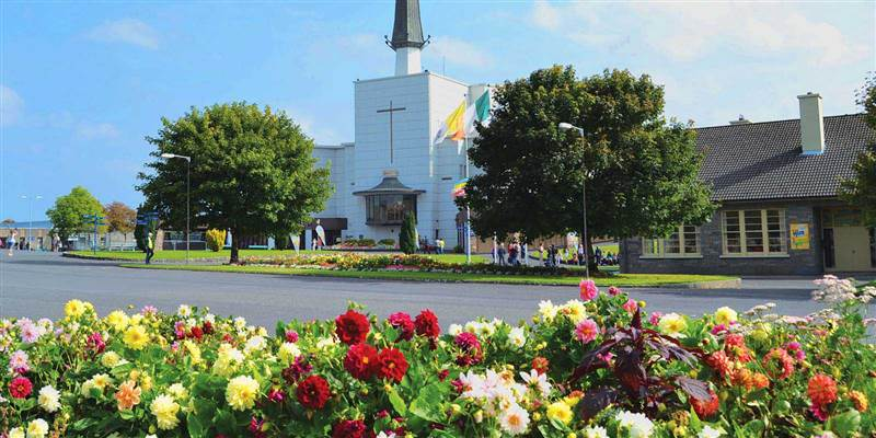 What happened at Knock shrine, how many people witnessed